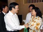 张晋创主席与胡志明市第四郡选民接触
