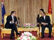 越南政府副总理阮春福会见新西兰外长麦卡利