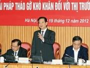 越南政府总理阮晋勇在河内市就房地产问题指导工作