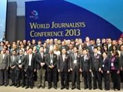 越南代表出席在韩国举行的世界记者研讨会