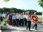 越共中央宣教部工作代表团向长沙烈士敬香