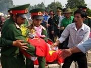 深切追悼并安葬在老挝牺牲的越南烈士遗骸