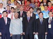 越南政府副总理阮善仁会见东南亚各国学生体育代表团团长