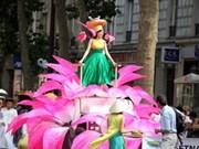 越南首次参加巴黎热带狂欢节