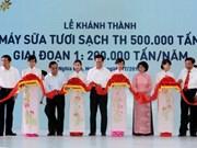 越南政府总理同老挝总理出席宜安省TH牛奶生产厂落成典礼
