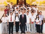 越南政府副总理阮善仁会见越侨青代表团