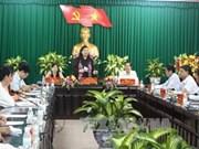 越南国会副主席丛氏放视察同塔省