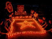 广南省点燃蜡烛缅怀英烈们