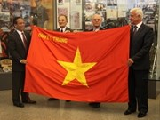 """越南人民军向俄罗斯博物馆赠送""""决胜军旗"""""""