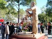 """越南昆嵩省:""""胡伯伯与边防战士""""塑像正式落成"""
