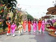 越南胡志明市举行工人会面欢度春节活动