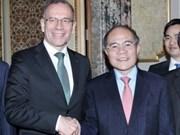 越南国会主席阮生雄会见瑞士联邦议会联邦院议长