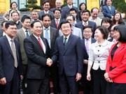 国家主席张晋创会见纺织业模范企业家
