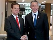 越南政府总理分别会见新加坡总理和马来西亚副总理