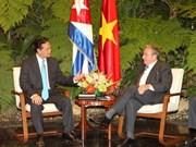阮晋勇总理会见古巴国务委员会主席兼部长会议主席