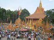 越南茶荣省高棉族人喜迎2014年传统节日