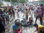 东南亚各国欢度泼水节