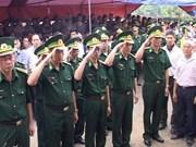 殉职的越南边防战士阮明待少校和黎武越庆少尉被追授军衔