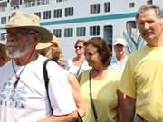 搭载1000多名国际游客的巴哈马号 邮轮今年第三次在顺化真美港停泊