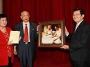 越南国家主席会见中国老顾问家属代表团