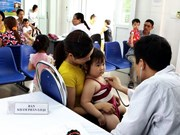 越南10个省市开始为适龄儿童展开麻疹疫苗补种活动