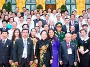 """越南国家副主席会见""""听从胡伯伯教导越南企业家""""代表团"""