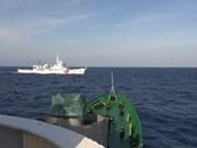 现场报道:越南渔检船距离981钻井平台3.7海里