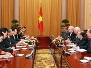 越南国家主席张晋创会见美国参议员本杰明·卡丁