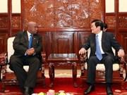 张晋创主席接受非洲四国新任驻越大使递交的国书
