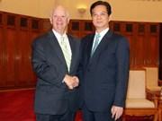 阮晋勇总理会见美国参议院议员本杰明·卡丁