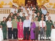 阮春福副总理会见宜安省革命有功者代表团