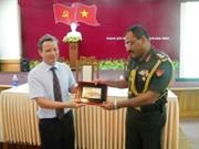 外国驻越南武官代表团访问承天顺化省