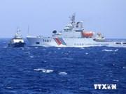 中国船只激烈阻拦越南渔船靠近非法架设石油钻台海域