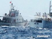 现场报道:中国船只继续阻拦越南执法船只靠近钻井平台地区
