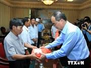 越南国家领导看望慰问飞机坠毁事件中受伤战士