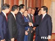 国家主席张晋创向新任驻外大使和总领事颁发任命书