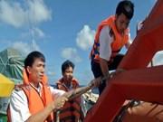 在黄沙群岛附近海域执行任务的渔检船和海警船回到岘港港