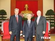 阮富仲总书记会见美国国会参议员约翰•麦凯恩和谢尔顿•怀特豪斯