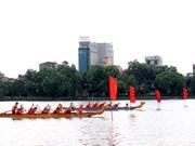 越南海阳省举行传统划船比赛