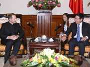 越南政府副总理范平明会见梵蒂冈外交部副部长