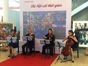 """越南首都河内解放60周年:题为""""河内与时间""""的美术展在河内亮相"""