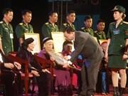 """越南太原省向282位母亲授予和追授""""越南英雄母亲""""称号"""