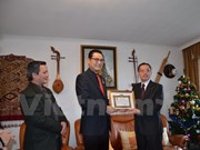 老挝向越南常驻联合国代表团授予友谊勋章