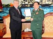 越南国防部长冯光青大将会见俄罗斯驻越大使