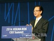 越南政府总理阮晋勇出席2014年东盟—韩国工商领导人峰会