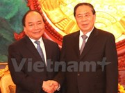 越南政府副总理阮春福拜访老挝党和国家领导人