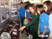 """""""越南人民军70年建立与成长""""书刊图片展在太原省举行"""