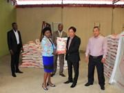 旅居安哥拉越南人社团捐款援助该国本格拉省居民