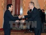 张晋创主席接受美巴卡三国新任驻越大使递交国书