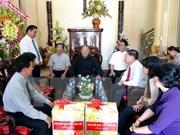 西南部地区指导委员会领导看望慰问永隆省天主教教界人士
